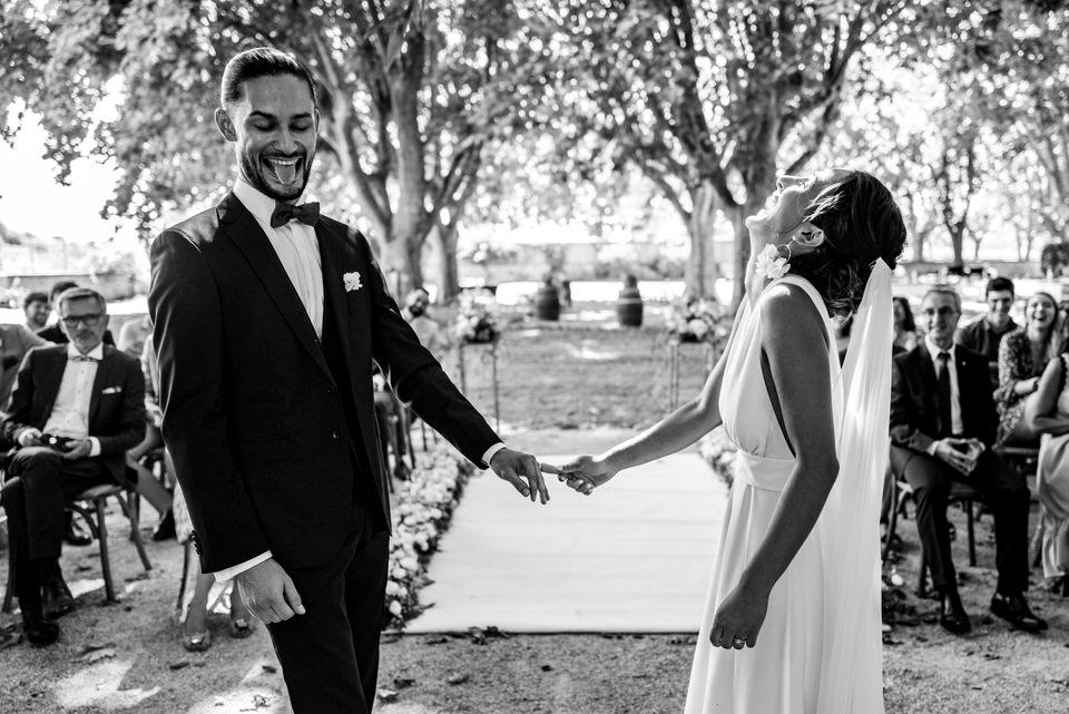 mariage-couple-bride-groom-lieu-reception-salle-chateau-provence-venue-south-france-aix-marseille-maries-mariee-robe-salon-lancon