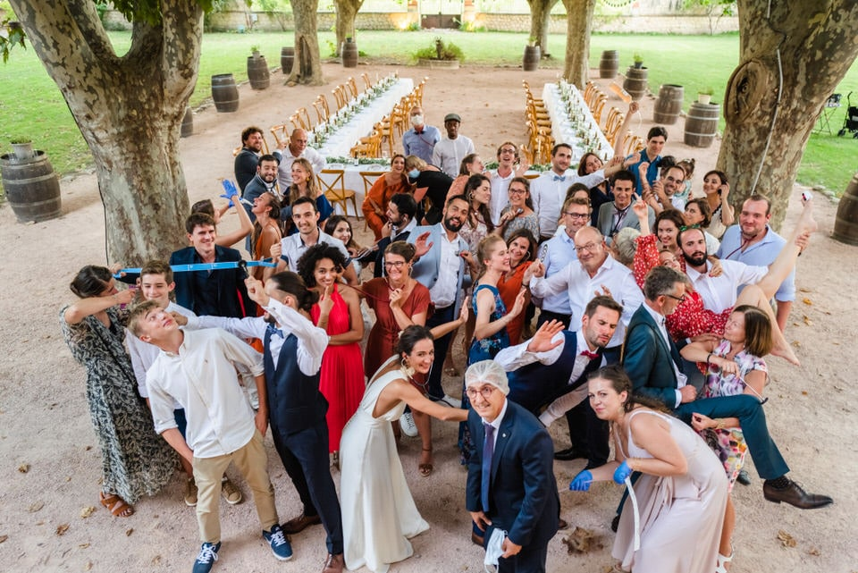 bride-groom-couple-group-tables-parc-conservatory-wedding-chateau-venue-reception-south-france-provence-magic
