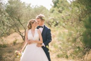 bride-groom-couple-live-tree-pine-countryside-wedding-chateau-venue-reception-south-france-provence-magic
