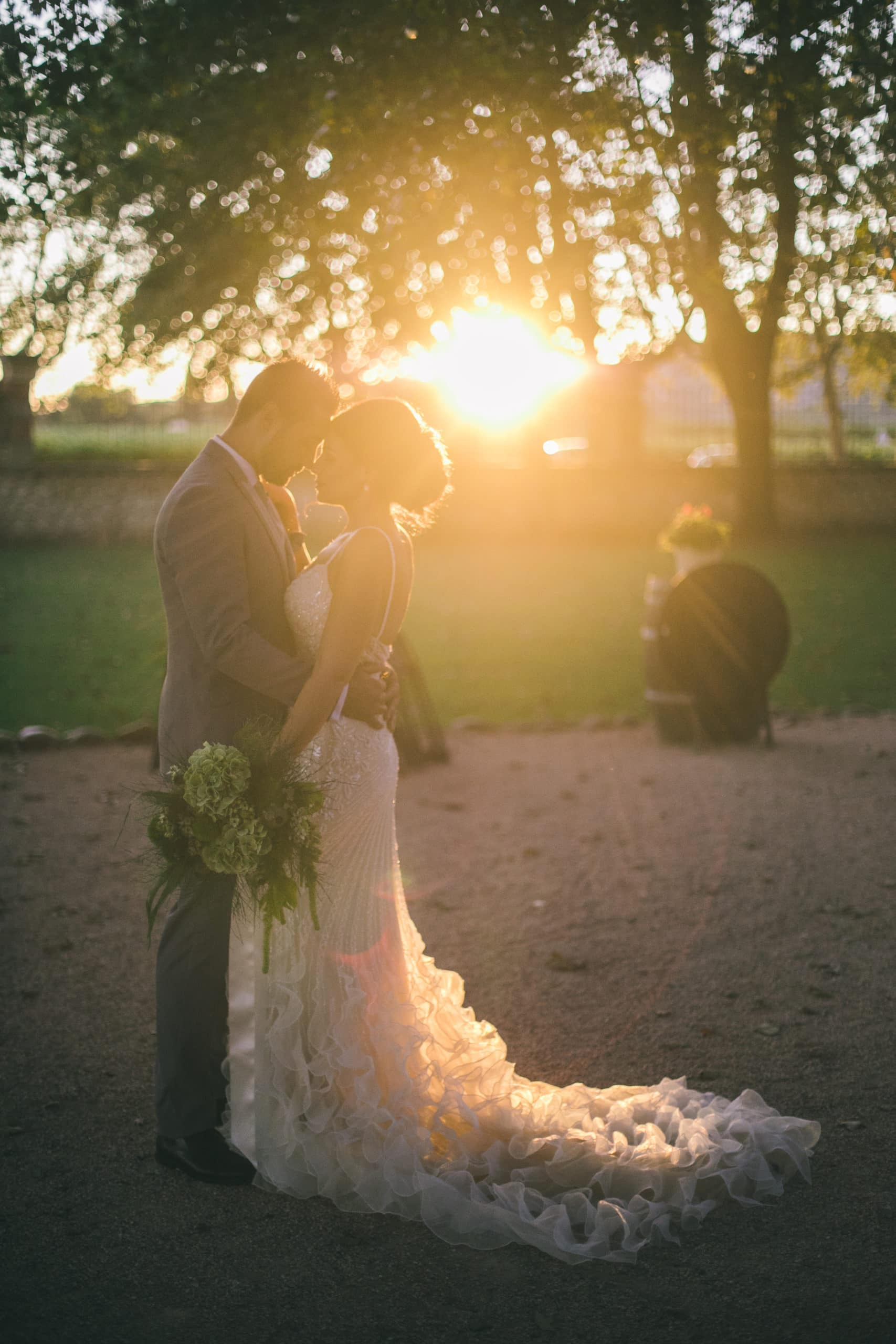 bride-groom-couple-parc-sunset-wedding-chateau-venue-reception-south-france-provence-magic