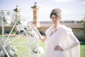 mariee-parc-roue-mariage-inspiration-chronique-serie-bridgerton-printemps-lieu-reception-provence