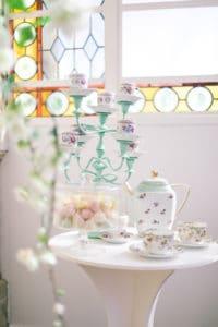 tasse-theiere-verriere-mariage-inspiration-chronique-serie-bridgerton-printemps-lieu-reception-provence