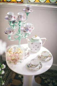 theire-tasses-mariage-inspiration-chronique-serie-bridgerton-printemps-lieu-reception-provence