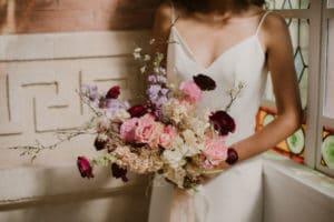 wedding-planner-femme-robe-mariee-bouquet