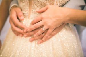 mariag-princesse-convivial-mains-maries