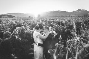 mariage-amour-maries-vignes-coucher-soleil-provence