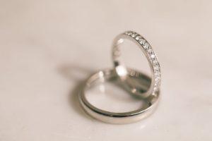 photographe-videaste-mariage-13-alliances-bagues-maries