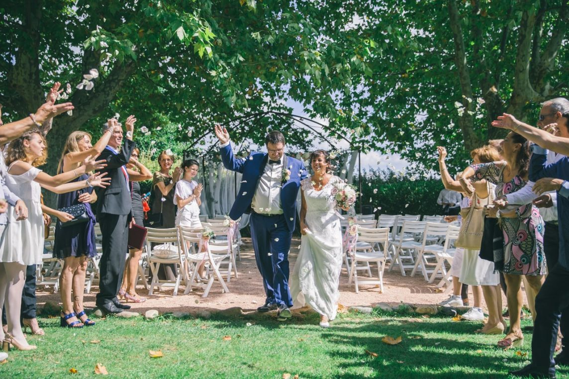 Fin de la cérémonie laïque de mariage près d'Aix en Provence