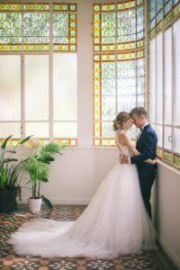 photographe-videaste-mariage-13-maries-verriere-robe-mariee