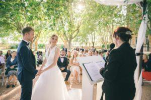 ceremonies-laiques-provence-maries-gloriette-invites-officiant-ceremonie