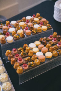 traiteur-mariage-13-buffet-desserts-chateau