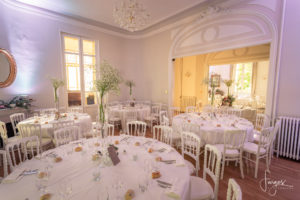 decoration-table-mariage-lustre-chateau