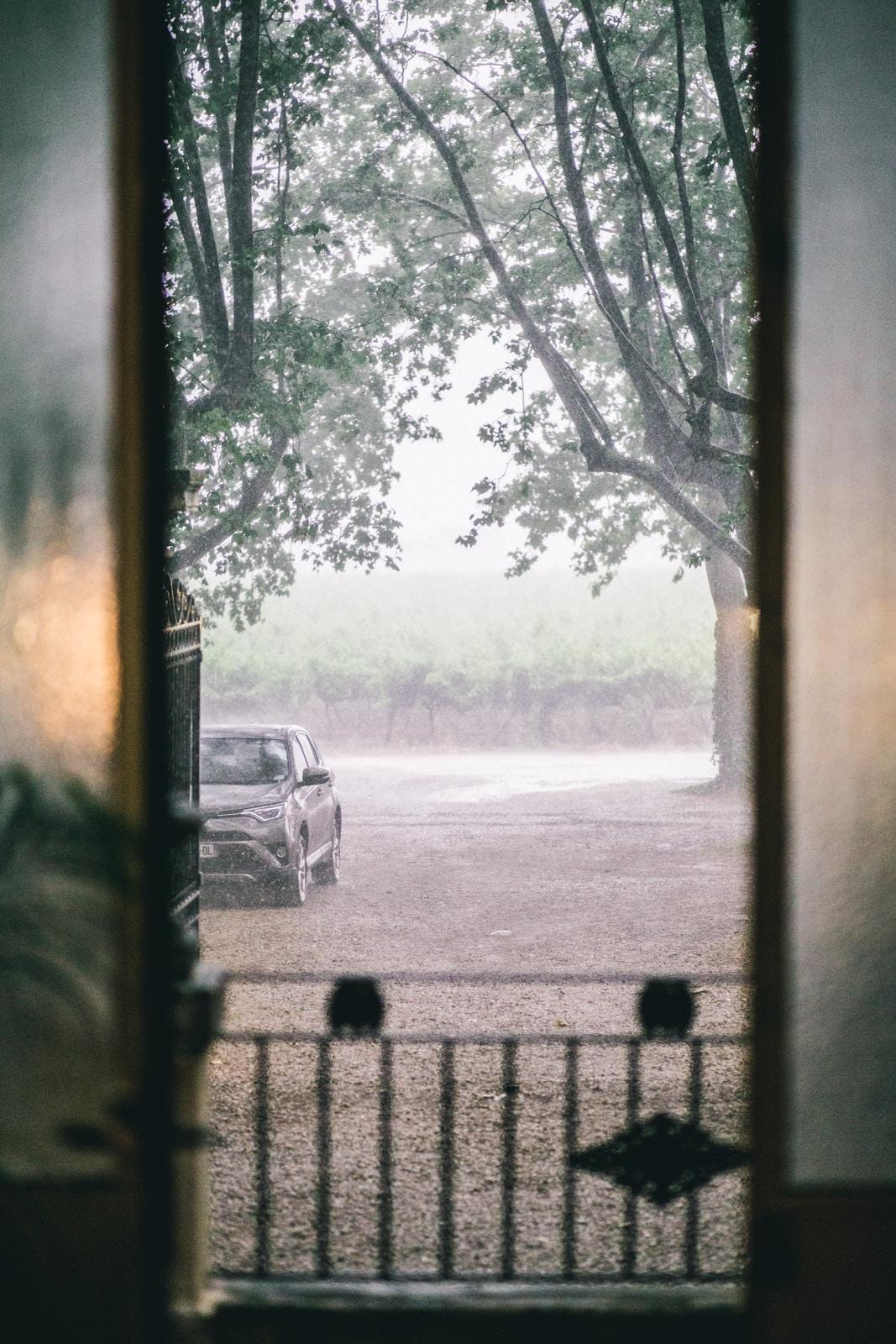 mariage sous la pluie en provence