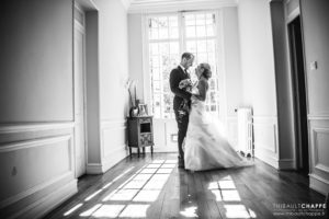 photographies-mariages-13-mariee-marie-bouquet-fleurs-robe-mariee-chateau