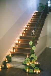 decoration-escaliers-shooting-inspiration-chateau-bougies-mariage