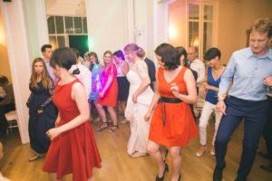 dj-mariage-13-maries-invites-robe-mariee-soiree-dansante-chateau