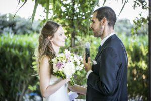 ceremonie-maries-discours-bouquet-fleurs