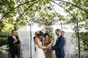 ceremonies-laiques-provence-maries-gloriette-invites-officiant-ceremoniecérémonies-laïques-Provence-mariés-gloriette-invités-officiant-cérémonie