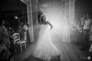 mariee-maries-slow-danse-chateau-invites